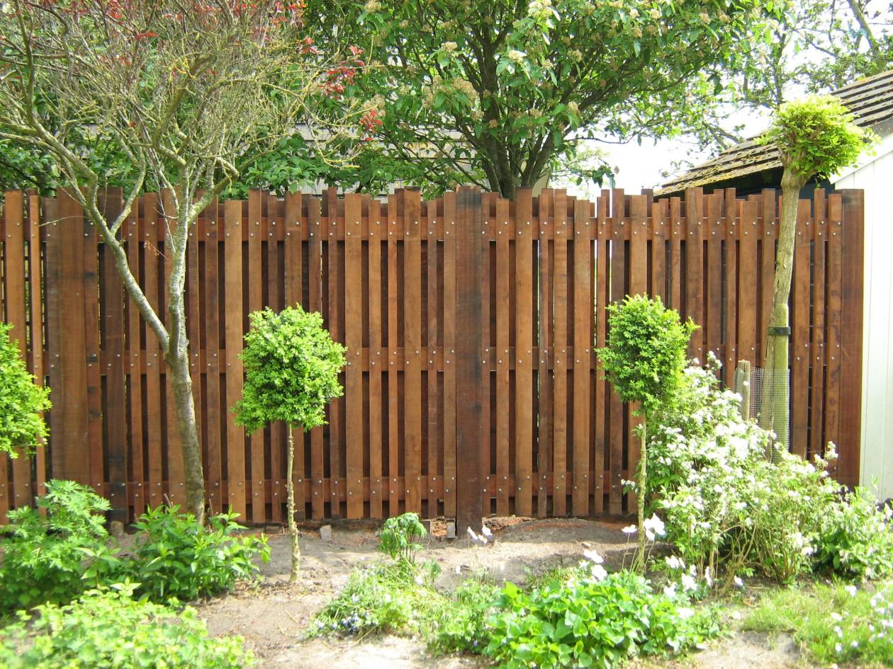 Schuttingen hekwerken tuin hpg hoveniers for Schutting tuin