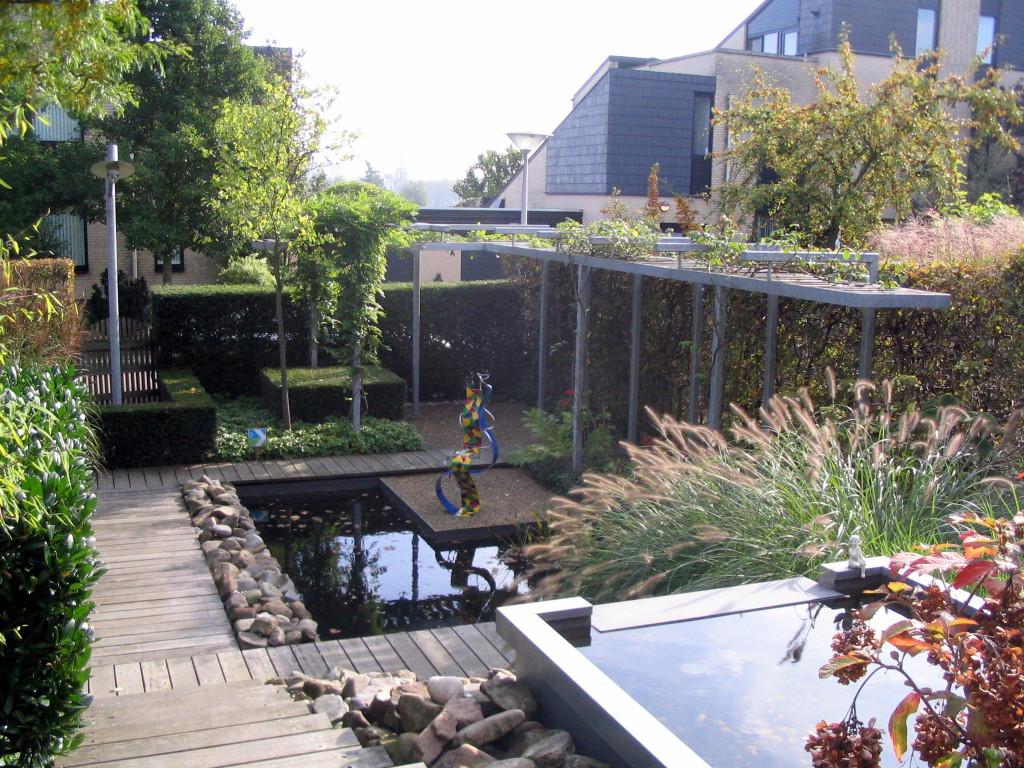 Vijver tuin rotterdam met waterval for Tuin en vijver