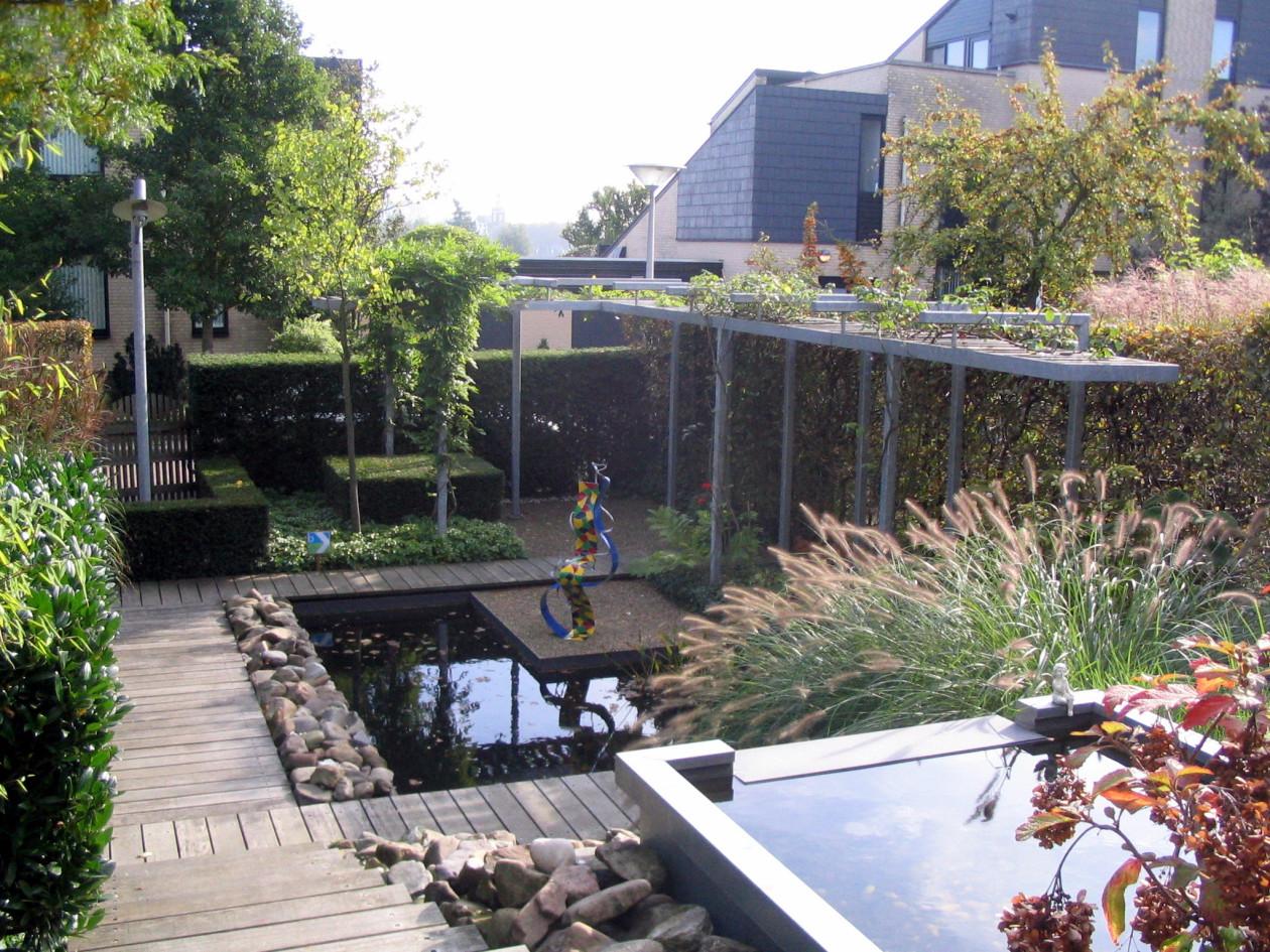 Vijver tuin rotterdam met waterval for Waterval vijver aanleggen