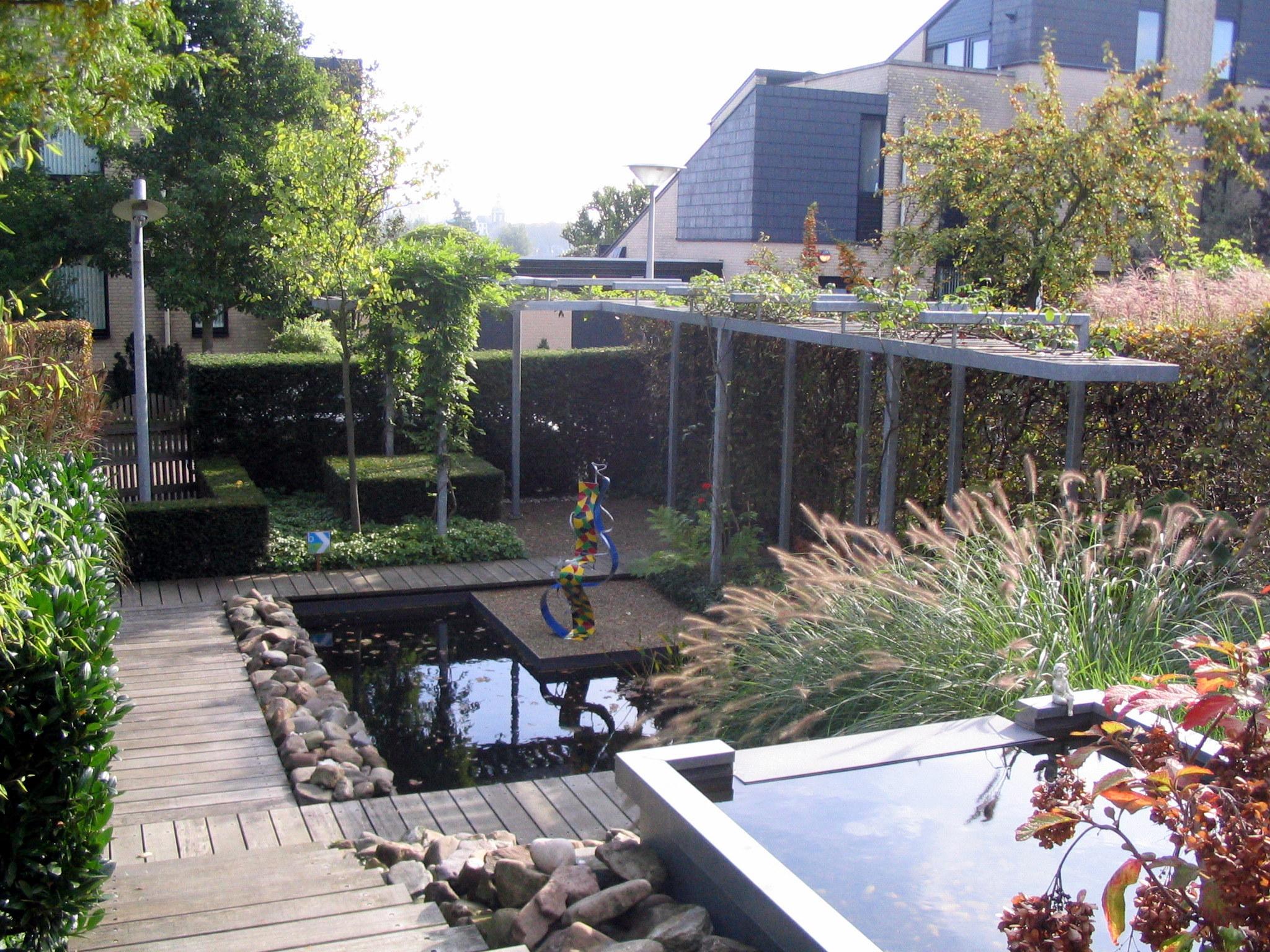 Vijver tuin rotterdam met waterval for Vijver in tuin