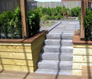 tuinrenovatie: tuintrap schellevis beton