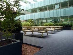 hovenier Amsterdam: dakterras met vlonder en plantenbakken